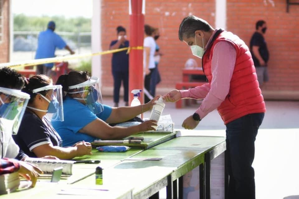 Riquelme-al-emitir-su-voto-en-Coahuila.jpg